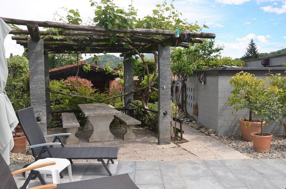 splendida-villa-con-piscina-a-magliaso-lugano2